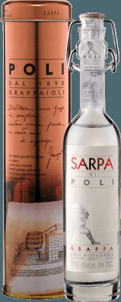 De Sarpa di Poli van Jacopo Poli is een krachtige grappa van de draf van Merlot (60%) en Cabernet Sauvignon (40%). In het glas presenteert deze grappa zich in een heldere, transparante kleur. Het verse boeket wordt gedragen door verse kruiden, gespikkelde munt en bloemige accenten van rozen en geraniums. In de mond is deze grappa heerlijk krachtig met een rustieke persoonlijkheid - zeer puur en eerlijk van smaak. Distillatie van Jacopo Poli Grappa Sarpa di Poli Baby De nog verse afvallen worden traditioneel gedistilleerd in oude koperen branders. Na het stookproces heeft deze grappa nog steeds 75 volumeprocent. Door het toevoegen van gedistilleerd water bereikt deze brandewijn uit afvallen een alcoholgehalte van 40% vol. Deze grappa rust vervolgens in roestvrijstalen tanks voor een totaal van 6 maanden, waarna het zachtjes wordt gefilterd en gevuld op de fles. Serveeradvies voor de baby Sarpa di Poli Jacopo Poli Grappa Geniet van deze grappa als digestief na een lekker menu, of serveer hem puur op ongeveer 10 tot 15 graden Celsius.