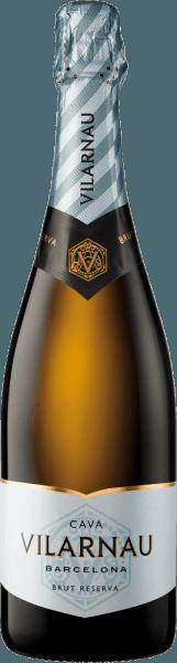 DerCava Brut Reserva von Vilarnau ist ein ausdrucksvoller, erfrischender Schaumwein aus den Rebsorten Macabeo (55%), Parellada (40%) und Xarel-lo (5%), die im spanischen Weinanbaugebiet Katalonien wachsen. Im Glas schimmert diese Cava in einem strahlenden Hellgold mit glänzend strohgelbenen Glanzlichtern. Die Perlage steigt unablässig in sehr feinen Perlenschnüren auf. Das ausdrucksstarke Bouquet wird von fruchtigen Aromen nach frischen Zitrusfrüchten, saftigen Pfirsichen und knackigen Äpfeln dominiert. Am Gaumen erfreut dieser spanische Schaumwein mit einer wunderschönen Struktur und der harmonischen Balance zwischen reifer Fruchtfülle und erfrischender, vitaler Säure. Vinifikation des Vilarnau Brut Reserva Cava Im September beginnt die Lese der Trauben für diesen Schaumwein. Ist das Lesegut im Weinkeller von Vilarnau angekommen, werden die Rebsorten getrennt voneinander in Edelstahltanks vergoren. Erst für die zweite Gärung auf der Flasche werden die drei Rebsorten miteinander vermählt. Mindestens 18 Monate reift dieser Wein auf der Flasche. Abschließend wird dieser Cava degorgiert und kann das Weingut Vilarnau verlassen. Speiseempfehlung für denBrut Reserva Cava Vilarnau Genießen Sie diesen Schaumwein aus Spanien gerne gut gekühlt als willkommenen Aperitif. Oder reichen Sie diesen Cava zu allerlei Sushi-Variationen und frischen Meeresfrüchten.