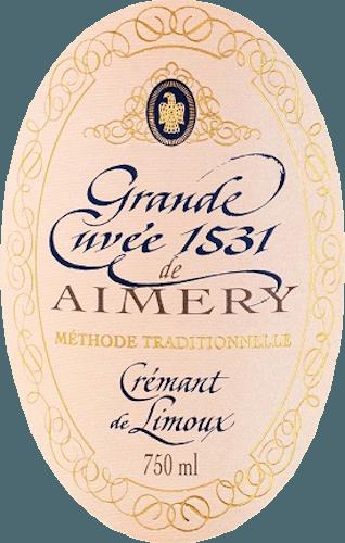 Een volle crémant rosé van Sieur d 'Arques met een scala aan heldere vruchten in het boeket tot rode bessen in de mond, een prachtige structuur omlijst in een nobele uitstraling perfect-cream perlage. De Crémant Rosé Brut Grande Cuvée 1531 verschijnt in een stralende zalmkleur in glas. Levendig en fris, het ontmoet de neus elegant geurend van witte bloemen, perziken en helder fruit. Ook zijn subtiele hints van zoete kersen te horen. Het is goed gestructureerd en vol in de mond. DezeCrémant de Limouxontvouwt aroma 's van rood fruit zoals aardbeien, rode bessen en kersen, die afkomstig zijn van Pinot Noir. Zijn onvergetelijke levendigheid wordt weerspiegeld in zijn delicate Mousseux, die langdurig met een fijne zuurgraad de nagalm kenmerkt. Rondom een heerlijke mousserende wijn, waarvan de charme wordt getoond in zijn overvloed en structuur als een evenwichtig karakter. Vinificatie van de Grande Cuvée 1531 Brut Rosé De wijnbouwcoöperatie Sieur d 'Arques geniet een verregaande reputatie. Als een van de belangrijkste wijnproducenten in de regio Limoux creëert ze sinds 1990 de twee uitstekende Grande Cuvées 1531 Brut en Grande Cuvée 1531 Rosé Brut. Vier mediterrane terroirs met verschillende voordelen en klimatologische omstandigheden bieden een rijk repertoire voor winterse virtuositeit en de garantie van de kwaliteit van de individuele wijnen. Dit toont is ingeschreven in de twee Crémants van lijn 1531. De naam 1531 verwijst naar de ontdekking van champagnefermentatie door monniken van Abbey St. Hilaire bij Limoux in 1531. De coöperatie Sieur d 'Arques, opgericht in 1946, heeft topoenologen in dienst die bovendien garant staan voor uitstekende producten. De Grande Cuvée 1531 Crémant Rosé Brut de Limoux gebruikt de rode Pinot Noir naast de druivenrassen Chardonnay en Chenin Blanc. Door de zeer korte pureertijd, na het persen, ontstaat de roséton van de most. Na de eerste fermentatie vindt de flesfermentatie plaats, ook wel bekend als traditionele Méthode. De mousserende