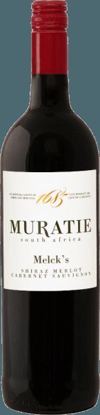 De Melck 's Blended Red van Muratie Estate openbaart zich in het glas in een intens robijnrood en ontvouwt zijn complexe boeket. De aroma 's van donker fruit, zoals bosbessen, frambozen en kersen, worden gecombineerd met de tonen van pure chocolade en zoethout. Deze cuvée van de Shiraz, Merlot en Cabernet Sauvignon druivenrassen is explosief en goed gestructureerd in de mond. Elegante nuances van pruimen en een vleugje kruidnagel transformeren in een lange nagalm. De zijdezachte tannines geven deze Zuid-Afrikaanse rode wijncuvée ruggengraat en textuur. Voedseladvies Melck 's Blended Red van Muratie Estate Geniet van deze droge rode wijn met zelfgemaakte hamburgers of spaghetti met een pittige Bolognese.