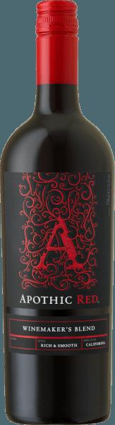 Het doel van de wijnmakers achter Apothic Wines is om wijnen met karakter te creëren, die tegelijkertijd een brede massa aanspreken. Voor dit doel baseert wijnbouwer Debbie Juergenson zich op de eigenaardigheden van de afzonderlijke druivensoorten, die in de Apothische wijnen zijn opgenomen. Zo hebben zij vandaag de buitengewone cuvées Apothic Red en Dark gecreëerd, de ene fruitig, de andere eerder wrang. De gotische charme van de etiketten, die zinspeelt op de donkere, mysterieuze Middeleeuwen, geeft de wijnen een ander uniek verkoopargument. Een ideale metgezel voor een historische avond of de volgende enge film! De Apothic Red van Apothic Wines in Californië heeft een heldere, karmozijnrode kleur wanneer hij in een glas wordt gegoten. Deze rode wijn uit de VS wordt in een rood wijnglas geschonken en biedt heerlijk geurende aroma's van zwarte kersen, moerbeien, pruimen en bosbessen, afgerond met kaneel, vanille en oosterse specerijen. De Apothic Wines Apothic Red toont ons een ongelooflijk fruitig gehemelte, wat niet zonder reden is vanwege het smaakprofiel van de restzoetheid. Op de tong wordt deze evenwichtige rode wijn gekenmerkt door een ongelooflijk dichte textuur. Dankzij de evenwichtige fruitzuren flatteert de Apothic Red het gehemelte met een fluweelzacht gevoel zonder daarbij aan frisheid in te boeten. De finale van deze jeugdige rode wijn uit het wijngebied van Californië overtuigt uiteindelijk met een goede nagalm. Vinificatie van de Apothic Wines Apothic Red De evenwichtige Apothic Red uit de VS is een cuvée, gemaakt van de druivensoorten Cabernet Sauvignon, Merlot, Primitivo en Shiraz. Na de handmatige oogst worden de druiven onmiddellijk naar de wijnmakerij gebracht. Hier worden ze geselecteerd en zorgvuldig uit elkaar gehaald. De gisting volgt in roestvrijstalen tanks bij gecontroleerde temperaturen. Zodra de gisting is voltooid, kan de Apothic Red nog enkele maanden op de fijne droesem harmoniseren. Aanbevolen voedsel voor Apothic Wines Apothic Red