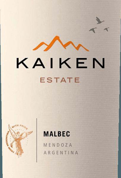 De Kaiken Malbec is een rode wijn uit Argentinië, waarmee Aurelio Montes - het brein achter Montes Wines in Chili - een lang gekoesterde droom in vervulling heeft doen gaan. Met vele jaren ervaring in wijnmaken en een sensationeel gevoel voor terroir en wijnstok, werd deze nobele wijn gecreëerd van Argentinië's klassieke druivensoort Malbec. De Kaiken wijn voldoet aan de hoogste eisen van karakter en complexiteit zonder jeugdige elegantie en aromadiversiteit te missen. De Montes Kaiken Malbec schittert in diep violet in het glas. In de neus ontvouwen zich de weelderige fruitaroma's die doen denken aan donkere bessen, zoals bosbessen en zwarte bessen, maar ook aan rijpe aardbeien en pruimen. Ze worden vergezeld door fijne kruiden- en cacaotonen, peper, koffie, vanille en tabak, die afkomstig zijn van de barrique rijping. In de mond verrast deze rode Kaiken-wijn met zijn zachte structuur en zijn uitstekende evenwicht tussen vlezige tannines en het intense fruit van aardbeien en bosbessen. In zijn langdurige, intense afdronk komen de houtrijping en het unieke terroir van Mendoza opnieuw tot uiting. Teelt en vinificatie van de Kaiken Malbec Aurelio Montes is een gevierd wijnkenner wiens Chileense Montes-wijnen wereldfaam hebben verworven. Samen met drie andere wijnkenners begon hij in 1988 Chileense wijnen te produceren die zich onderscheidden van de normen van die tijd en die hem in de Oude Wereld veel lof opleverden. Een nieuwe uitdaging trok hem naar Argentinië in 2001, waar Aurelio begon met het verwerven van sites in de beste gebieden, zoals Maipu, Cruz de Piedra, Ugarteche, Agrelo en de Uco Valley voor zijn Kaiken wijnen. Tenslotte werd in 2003 de eerste jaargang van de Malbec Kaiken wijnuitgebracht, een blend van Malbec en Cabernet Sauvignon die het terroir en het klimaat van Mendoza wist te combineren. DeKaiken Malbec weerspiegelt het uitgangspunt van Aurelio Montes om wijnen te produceren met karakter, elegantie, expressie en de hoogste kwaliteit. De Kaiken Mal
