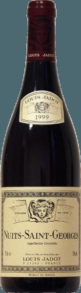Diep robijnrood is de kleur van deze 100%Pinot Noir van Jadot. Aroma 's van rood fruit en kruidige tonen, evenals hints van toast en cacao spelen rond de neus van Louis Jadot' s Nuits Saint Georges AOC. De krachtige smaak is gebaseerd op complexe aroma 's en een goede structuur. De harmonieuze afdronk glanst met ronde tannine, wat de wijn zijn stevige zwaarlijvigheid geeft. Een heerlijke begeleiding van rood vlees met rode wijnsaus - gegrild of gebakken, gepekeld wild en geroosterde of medium sterke kazen.