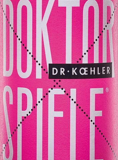 Dr. Koehler 's Rosé doctoraatsspel schittert in een glinsterende rosé toon. De cuvée bestaat uit de vier druivenrassenCabernet Sauvignon, Frühburgunder, Merlot en Spätburgunder. In de neus duikt de wijn uit Rheinhessen op met een helder boeket granaatappel met fijne tinten rode bessen. De smaak van Dr. Koehler 's doctoraatsspel Rosé verwent met aroma' s van sappige kersen, rijpe frambozen en een subtiele fruitzoetheid. De indruk van de neus wordt herhaald door fijne geluiden in het gehemelte. Het lichaam imponeert met zijn kracht en filigraan structuur. Een wijn met vitale frisheid en een afdronk gedragen door zoet rood fruit. Voedseladvies voor de doctoraatsspelletjes Rosé Geniet van deze heerlijk smakelijke roséwijn uit Rheinhessen gewoon op deze manier, met gegrilde zeevruchten of met mediterrane groenten.